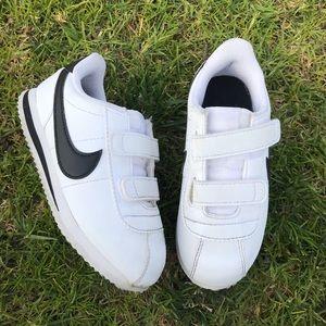 NIKE 🔵 Kids Nike white sneakers